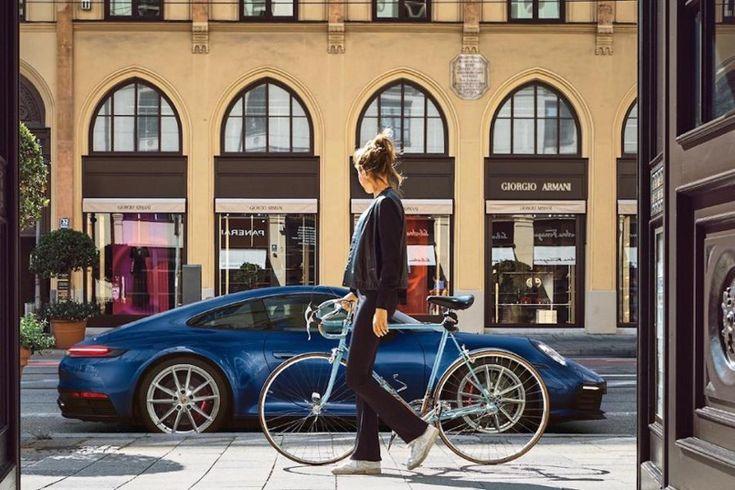 Une étude montre que regarder une belle voiture rend plus heureux