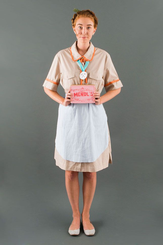 The box of goodies + birthmark are the perfect finishing touches on this Agatha from Grand Budapest Hotel costume.
