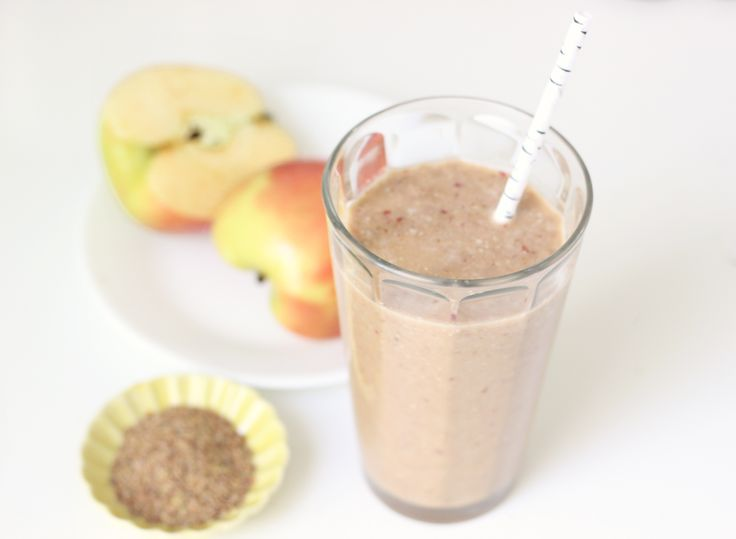 Make-Ahead Breakfast: Overnight Apple Cinnamon Smoothie 8 ounces coconut water 4 raw almonds 1 teaspoon vanilla extract 1 teaspoon ground cinnamon 1 cup chopped apple (about 1 medium apple) 1/2 scoop unsweetened protein powder 1 tablespoon flaxseed meal (ground flaxseed)