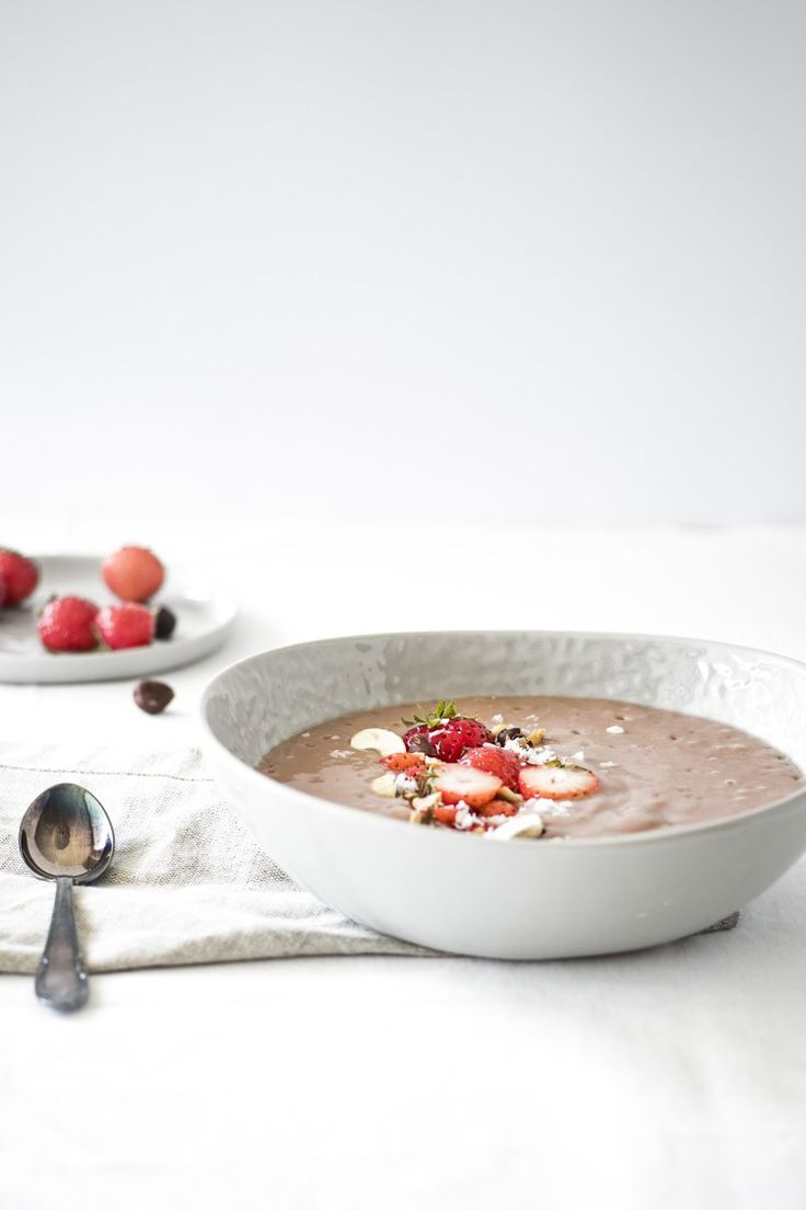 Erdbeere Pudding, geröstete Haselnüsse   Sommer Highlights - vollmundig