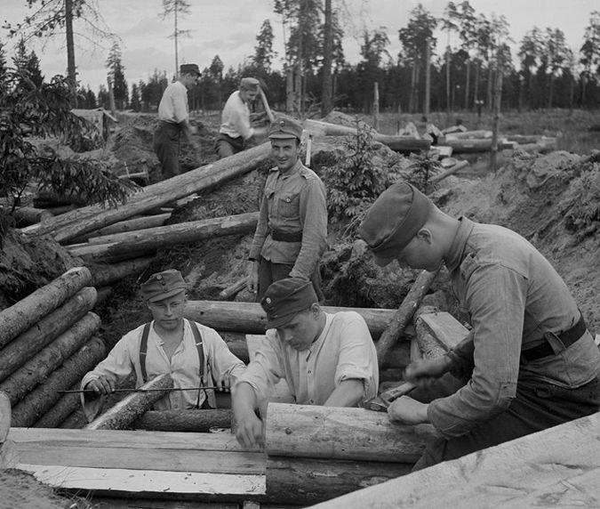 Финны строят оборонительные сооружения на реке Свирь.