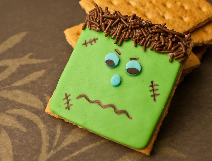 Video: How to make Frankenstein cookies • CakeJournal.comKids Treats, Cookies Decor, Fall Treats, How To Make Frankenstein, Halloween Cookies, Frankenstein Cookies