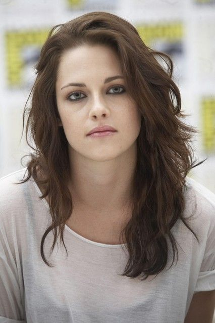 JULY 2011 - At Comic-Con International, Stewart opted for loose curls in a dark, chestnut shade.