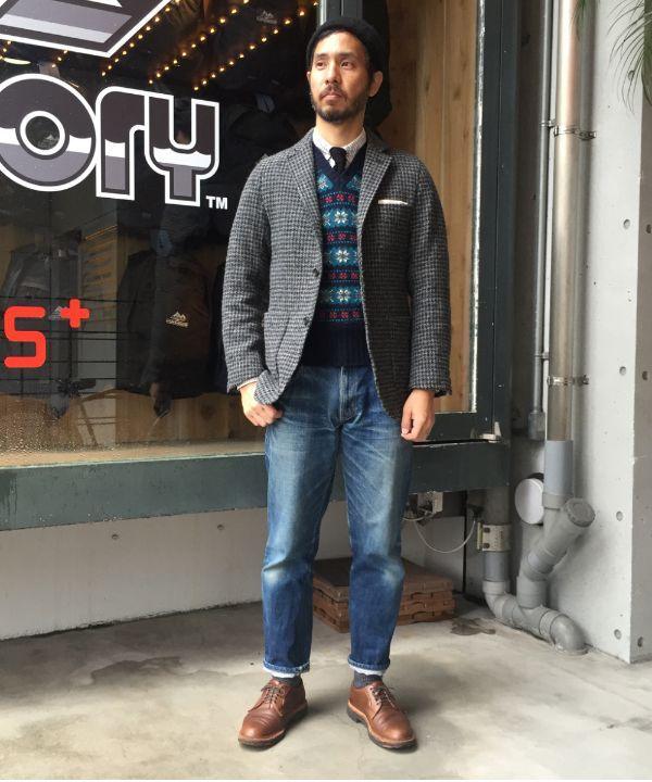 ビームス プラスオリジナルのハリスツイードジャケット。フェアアイルのベストにタッターソールのシャツで英国調コーディネート