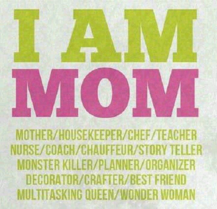 Sono Mamma: madre, governante, cuoca, insegnante, baby sitter, allenatrice, autista, cantastorie, ammazzamostri, pianificatrice, organizzatrice, decoratrice, lavoratrice, migliore amica, regina del fare 3-4 cose contemporaneamente, Wonder Woman. Mom quote #InspirationalMom