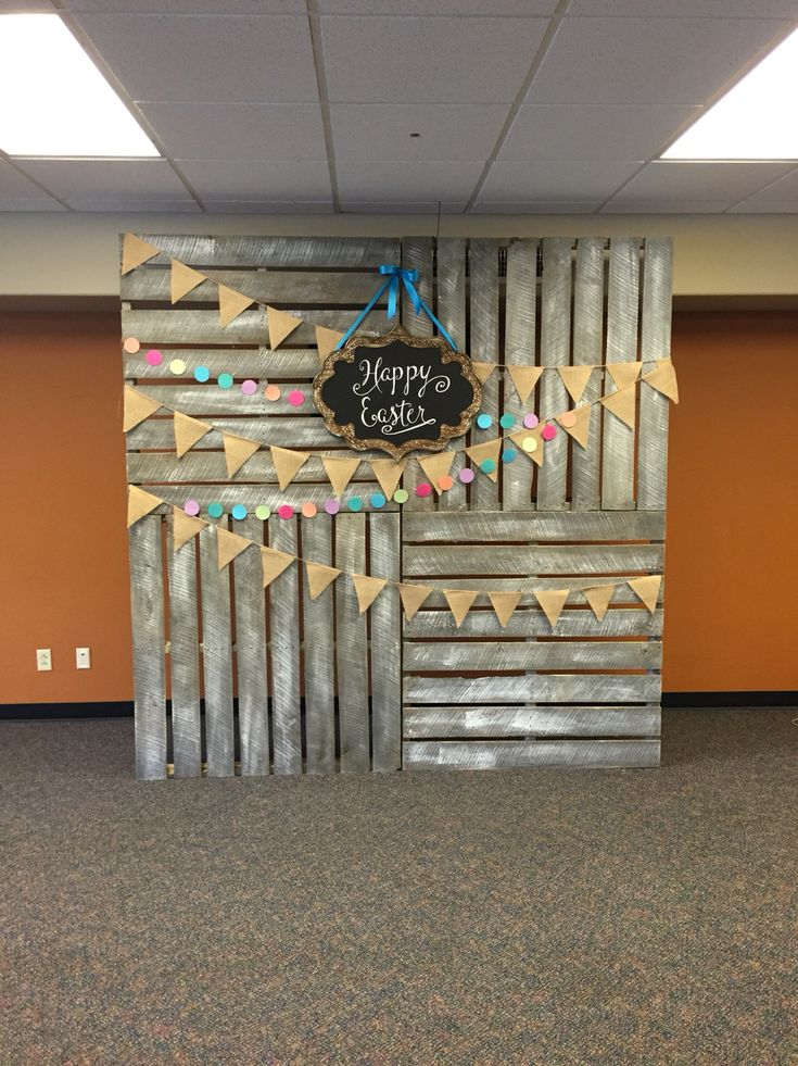 Best 25 pallet backdrop ideas on pinterest for Backdrop decoration for church