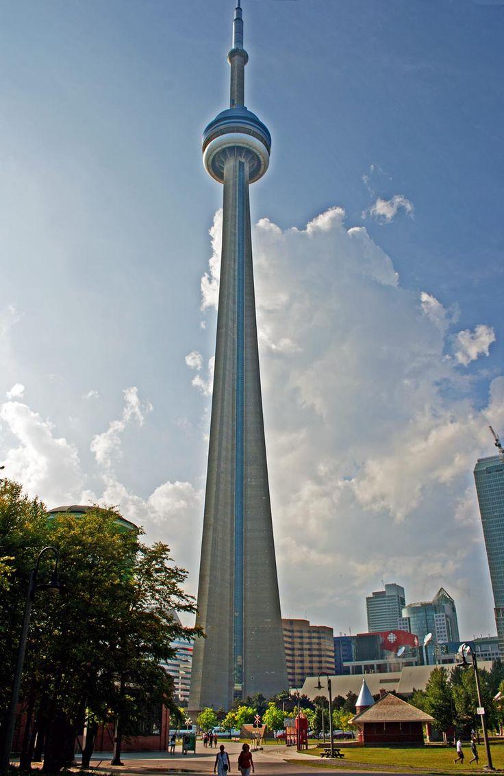 Hij is gemaakt door Canadian National Railway. Hij staat in Canada, Toronto. Naam: CN Tower