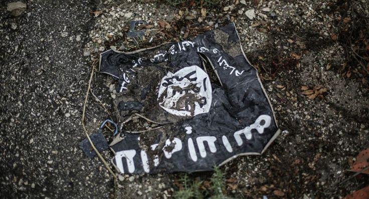 Bandeira do Daesh (Estado Islâmico) encontrada no quarto do atacante do trem na Alemanha
