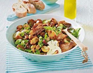 Gebratene Pilze mit Knoblauchcreme Rezept: Knoblauchzehen,Eigelb,Weißweinessig,Senf,Rapsöl,Dickmilch,Salz,Pfeffer,Champignons,Austernpilze,Lauchzwiebeln,Olivenö