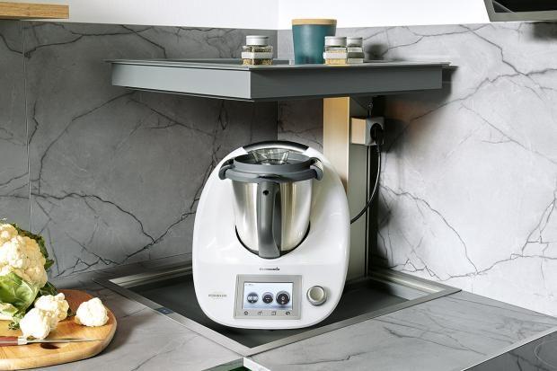 Kleine küchen: tipps für mehr stauraum: mehr platz: eckaufzug für