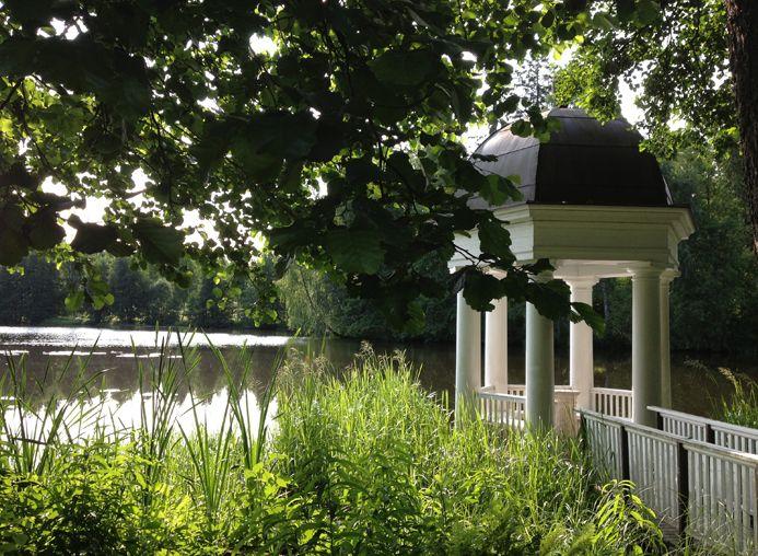 Une Halte: Le Sud de la Finlande à l'heure d'été. http://www.plumevoyage.fr/magazine/voyage/luxe/une-halte-mai-2014-le-sud-de-la-finlande-a-lheure-dete/  A Break: Southern Finland in the summer. http://www.plumevoyage.fr/en/magazine/voyage/luxe/a-break-may-2014-southern-finland-in-the-summer/