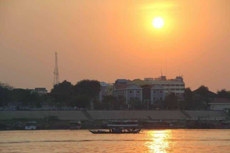 Glimpses of Phnom Penh   HITY URLOPOWE.PL