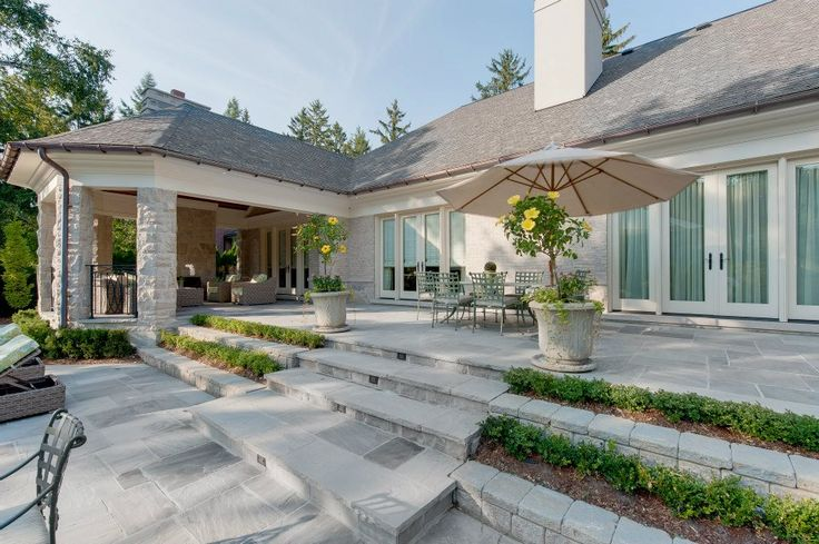 luxury home built by Carlos Jardino and The PCM Inc Team in Oakville, Ontario