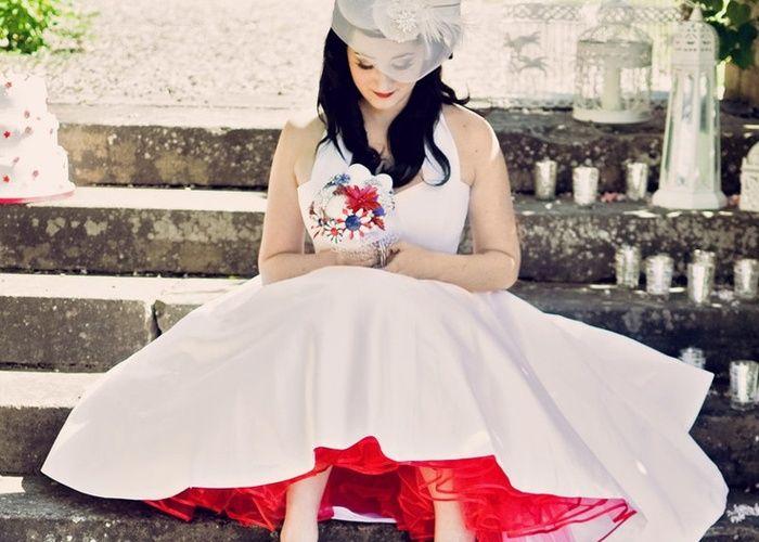 ウェデングドレスをもっと可愛く!『カラーパニエ』で差し色おしゃれ♡のトップ画像