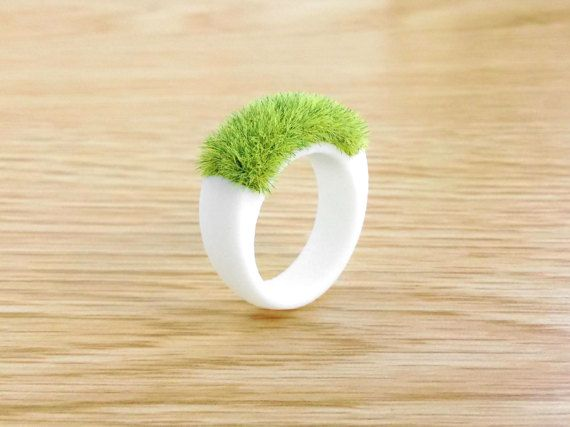 Etsy の Grass Ring unique Lawn Green Miniature planter by FodCraft