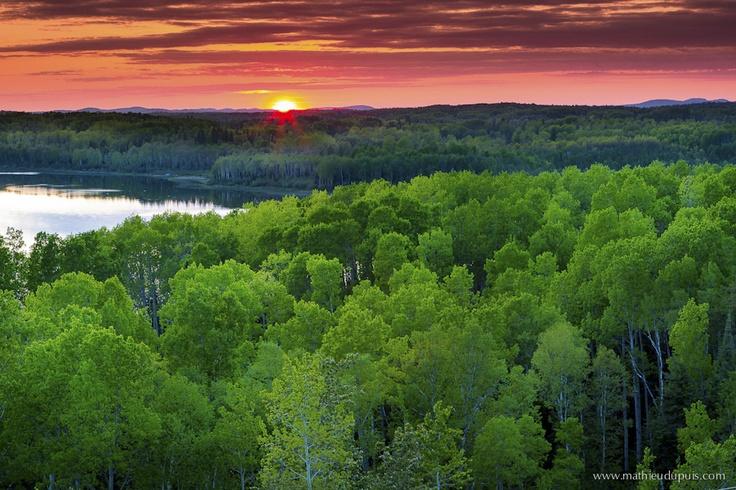 Collines Kekeko, Abitibi-Temiscamingue, Quebec, Canada    Photo: Mathieu Dupuis  www.mathieudupuis.com    #mathieudupuis #mathieudupuisphotographer #abitibi #abitibitemiscamingue #travel #paysage #landscape #voyage #sunset #coucherdesoleil #kekeko #collineskekeko #surlaroute