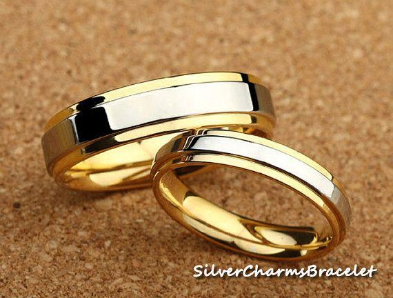 Two Tone Titanium Ring With 18K Gold por SilverCharmsBracelet