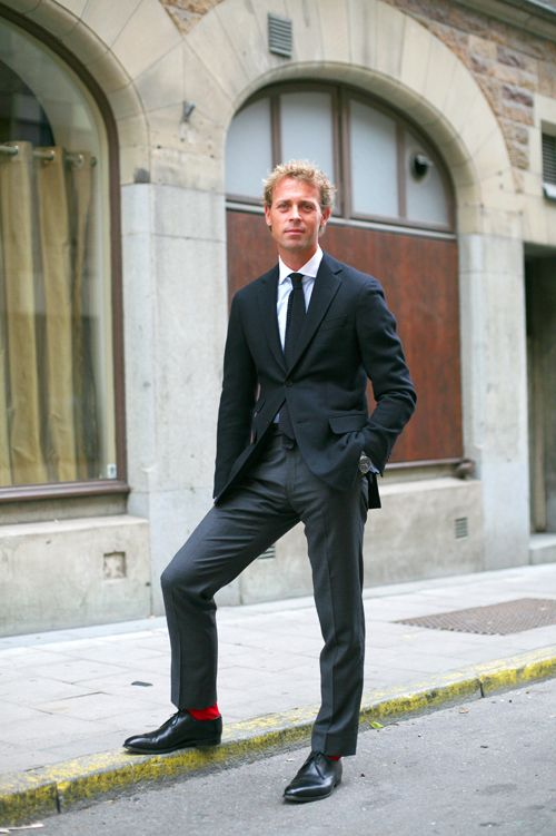 J needs some red socks to go with his black dress shoes (much like the ones seen here.)Rojo Trajes, Guys Style, Stockholm, The Colors, But Socks, Fresh Men, Calcetines Rojo, Los Calcetines, Red Socks