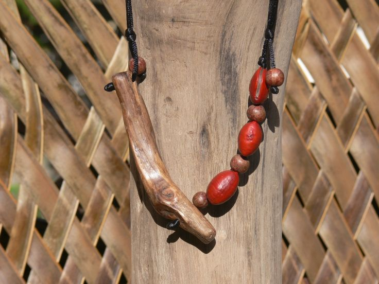 Cord necklace: Driftwood - Red Horse-eye bean - Acai