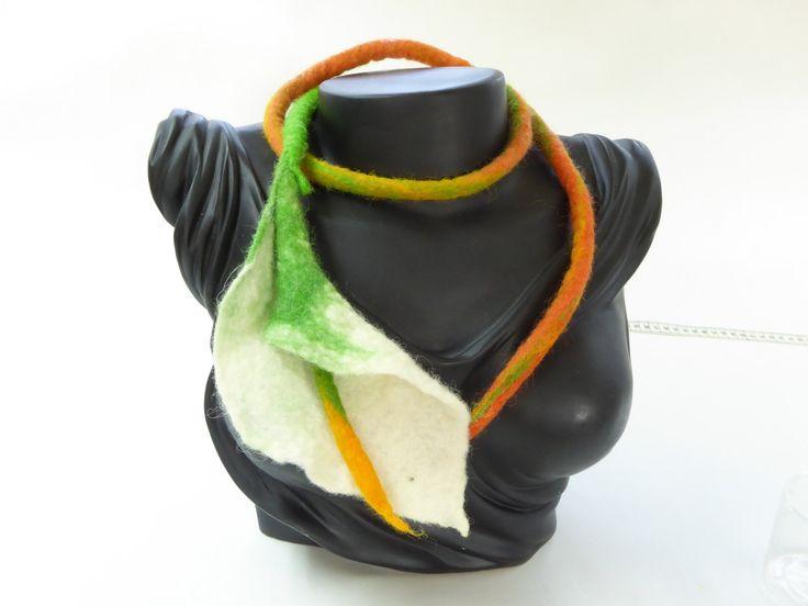 Gevilte halssnoer of taille riem, calla bloem, witgroen,oranje, merinoswol door NaaiatelierAnci op Etsy https://www.etsy.com/nl/listing/509922049/gevilte-halssnoer-of-taille-riem-calla