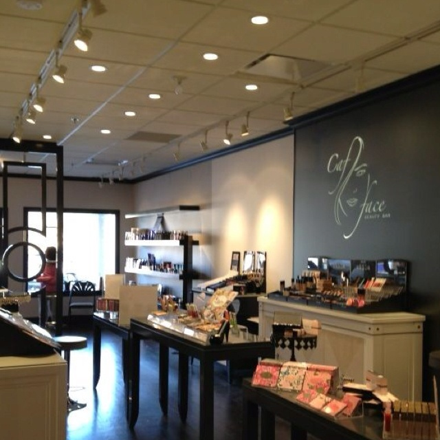 272 best nail salon decor images on pinterest beauty room hair cafface beauty bar in nj i would like to own a beauty boutique such as this one someday find this pin and more on nail salon decor prinsesfo Images