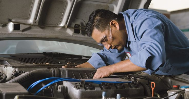 Problemas con la transmisión del Intrepid. Producido entre 1993 y 2004, el Dodge Intrepid es un sedán de cuatro puertas de tamaño completo de la empresa fabricante de automóviles conocida como Chrysler Group LLC. Algunos de los modelos más antiguos del Dodge Intrepid sufren de problemas con la transmisión automática de cuatro velocidades.