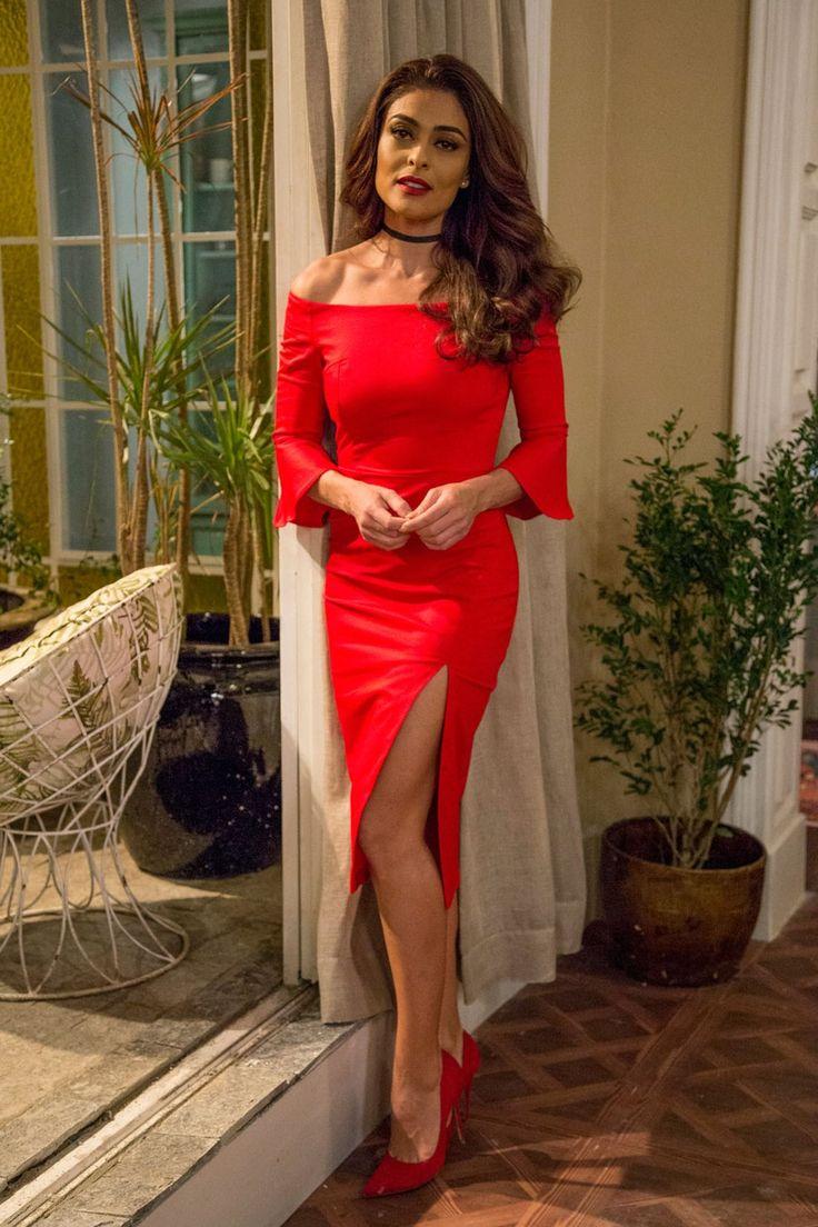 'Lacradora' é a definição da roupa de Bibi (Juliana Paes). Morremos com essa fenda! (Foto: Marília Cabral / TV Globo)