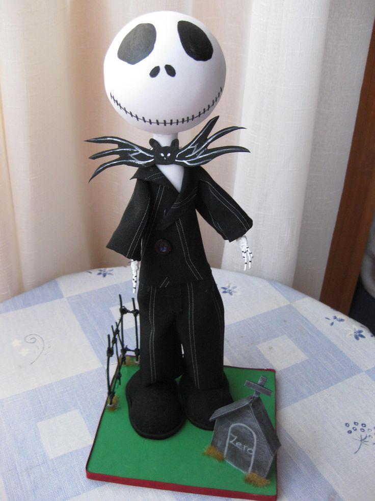 Jack Squeleton de pesadilla antes de navidad. todo el traje es de tela, las manos son de alambre