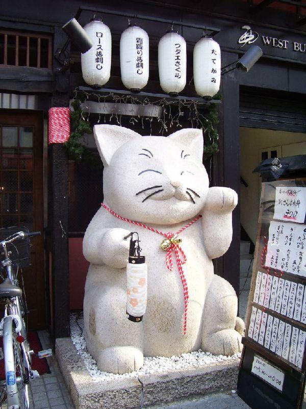 white maneki neko statue