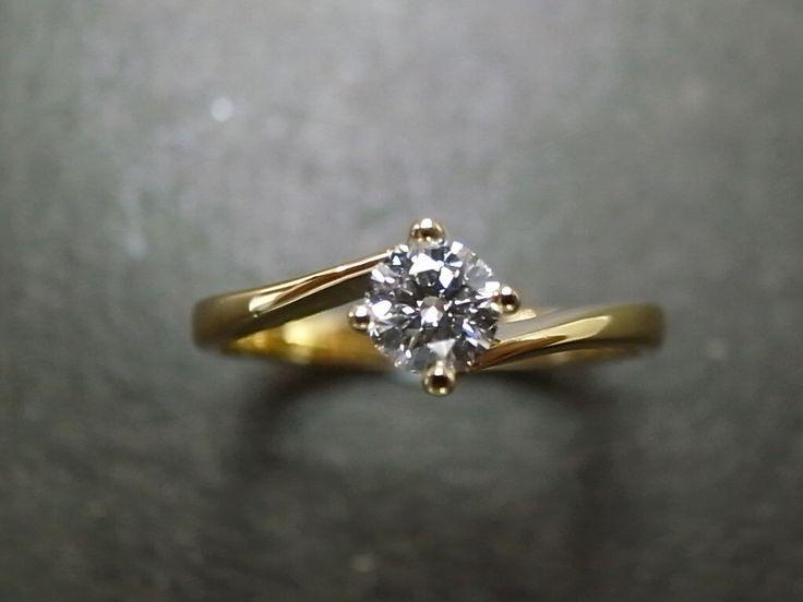 Fidanzamento diamante solitario anello in oro 18k oro giallo (0.25 ct, F/VS) di honngaijewelry su Etsy https://www.etsy.com/it/listing/87431662/fidanzamento-diamante-solitario-anello