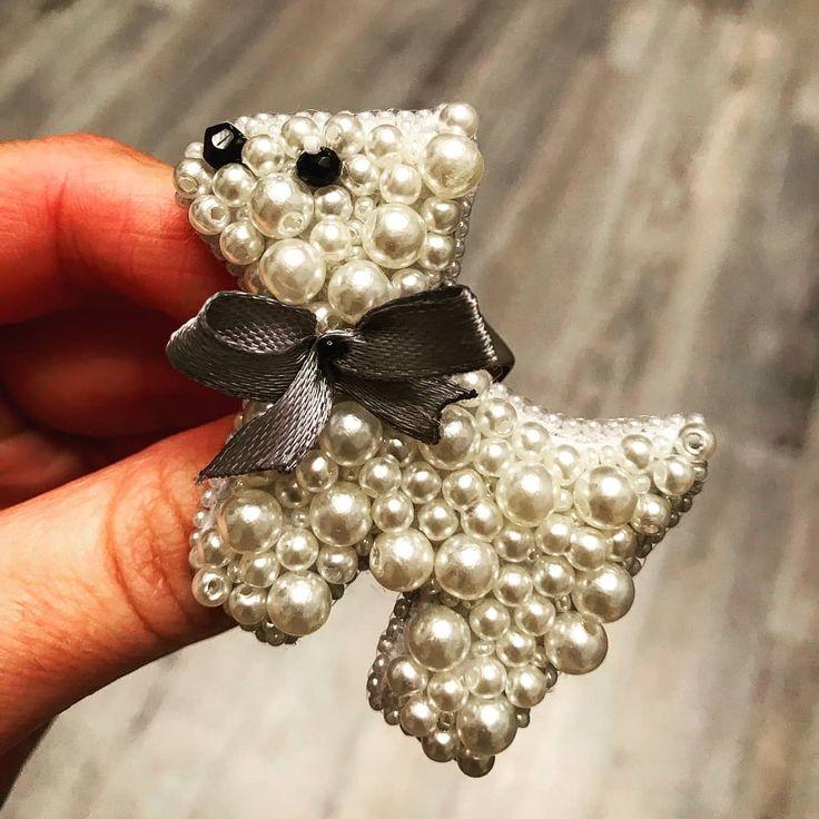Repost @handmade_broshkina by @media.repost: #брошьизбисера#брошьназаказ#брошьручнаяработа#handmade#handmadejewelry#handmade_prostor#handmadeярославль#handmadeaccessories#handmadewithlove#glamour#glasses#trend#fashion#swarovski#cristal#gm#beads#handmademoscow#handmadeyaroslavl#handmade_broshkina#брошьподарок#брошьсобака
