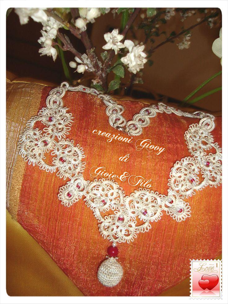 un cuore x san valentino .........lavoro fatto a mano nell'antica arte del pizzo chiacchierino .......