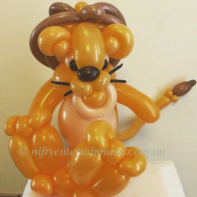 Lion twisted balloon