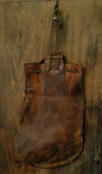 courtneyleatherbag - Love this.  I have some pieces of very old leather - may have to try to make on of these.