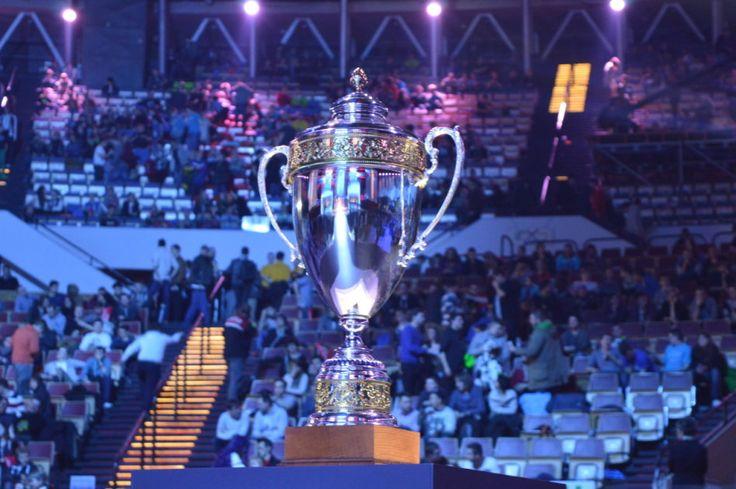 Spodek w rękach graczy, na wejście czekają tłumy. Polacy zawalczą w półfinale. http://kontakt24.tvn24.pl/najnowsze/spodek-w-rekach-graczy-na-wejscie-czekaja-tlumy-polacy-zawalcza-w-polfinale,161100.html