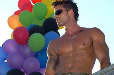 Latinoamérica saca músculo en Fitur gay (LGBT). El turismo gay LGBT sigue ganando en diversidad y Fitur es espejo de esta tendencia, ya que el espacio dedicado a este perfil de viajeros se ha duplicado e incorpora destinos como Colombia, Costa Rica y Ecuador. L.R.S.   EFETUR, 2017-01-20 http://www.efetur.com/noticia/latinoamerica-se-hace-fuerte-en-fitur-gay-lgbt/