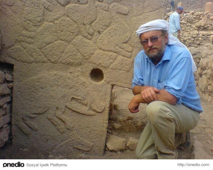 Göbeklitepe'de kazı başkanlığını yürüten Prof. Dr. Klaus Schmidt geçtiğimiz günlerde yaşadığı kalp krizi sonucu hayatını kaybetti.