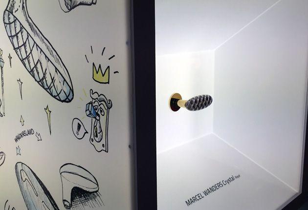 La collezione di maniglie Olivari Crystal di Marcel Wanders, presentata al salone del Mobile di Milano 2015. Divisa in due parti, una in ottone e l'altra, frontale, in cristallo, ci consente d'intravedere – attraverso il cristallo – il decoro riflesso sull'ottone. La collezione Crystal è disponibile in 3 finiture: cromo, superoro e superantracite satinato, e con 3 tipologie di cristallo: Gem, Royal e Diamond.