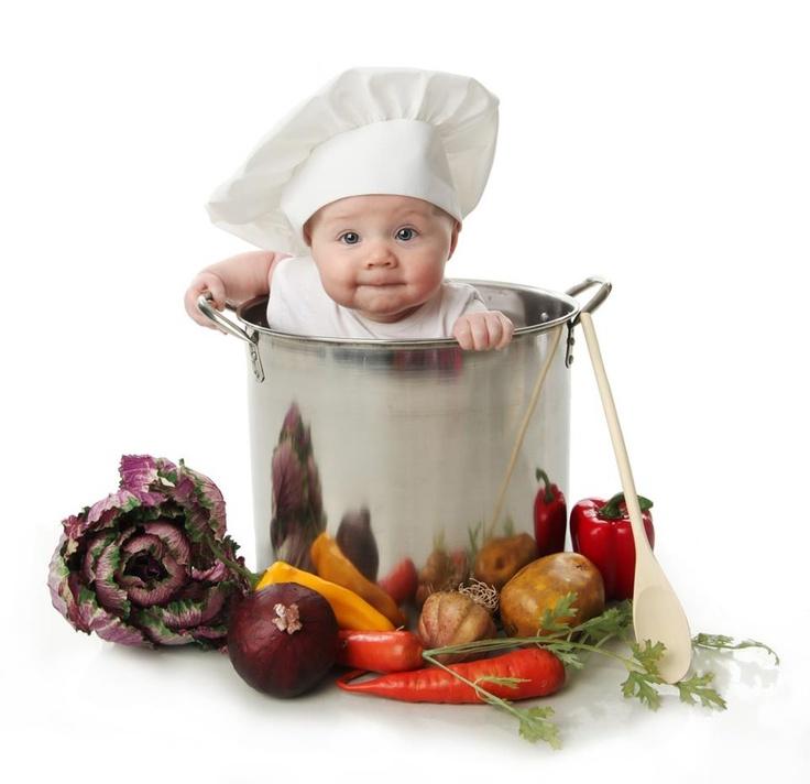 Nunca deben condimentar los alimentos de sus bebés. Deben alimentarlos de la manera más natural posible.