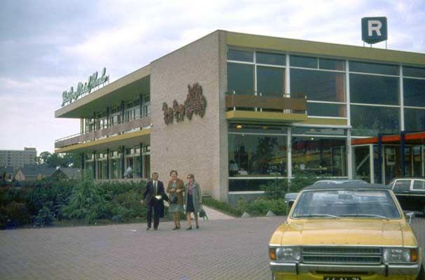 Ca.1972. Postiljon Motel, op de hoek van de Wierdensetraat en Aalderinkssingel.