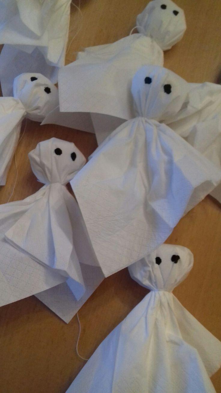 made my own little ghosts. DIY - Halloween  made by Yvonne Paulsen DK