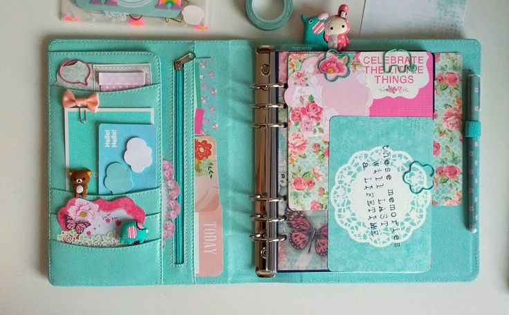 Pretty Things: Kikki K Planner Mint Golden Dots Large