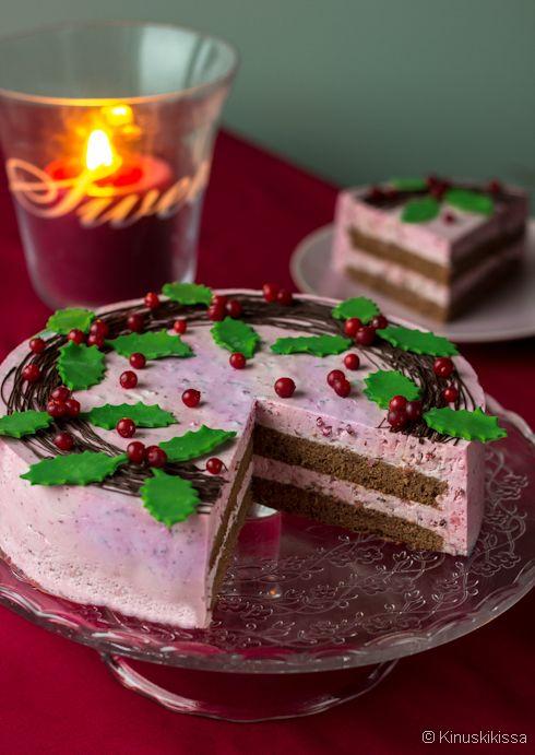 Puolukkainen kepeäkakku.  Kepeäkakku on saanut nimensä siitä, että kaloreita on normaalia täytekakkua vähemmän. #leivonta #kevyt #kakku #resepti #kevyetherkut #puolukka