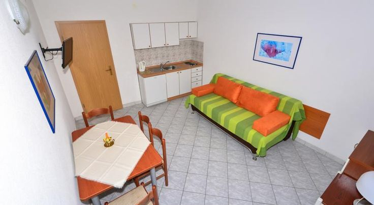 Apartmani Mustapic is located in Makarska, 500 metres from the beach. It offers self-catering accommodation with free WiFi access.  Apartments at Apartmani Mustapic Makarska come with a bathroom with shower.  Imotski is 34 km from the property.