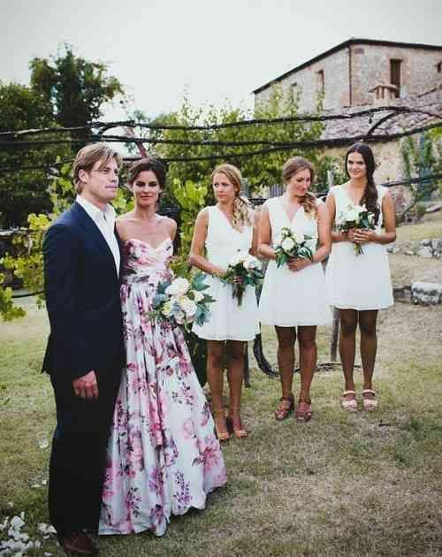 robe de mariée à motifs floraux