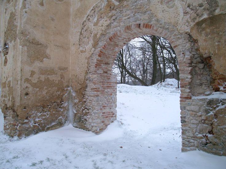 Arch at Katarinka ruins monastery, snow, worderful!