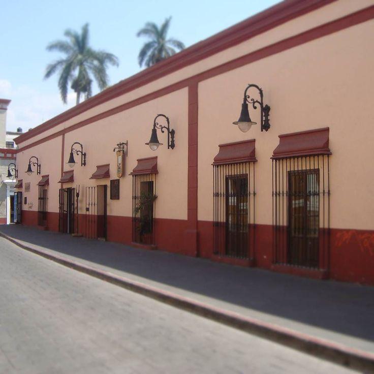 "ilde_rozaz: ""tomada en #cuernavaca #centrohistorico - #ig_mexico #arquitectura  #colonial#balcon #wu_mexico #capturamexico #pasionxmexico #great_photoworld #great_captures_mexico #ig_mexico #mexicolors  #colour #color #colorsplash_mx #loves_mexico #palmeras #mexico_tour #vintage"""