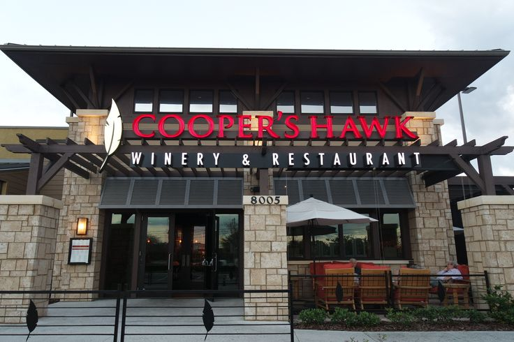 This restaurant offers upscale dining, a full-service bar, and a wine tasting room. Cooper's Hawk serves American styled food, and is perfect for date night, work dinners or even a party. Located only 3 miles from DoubleTree by Hilton Orlando at SeaWorld.