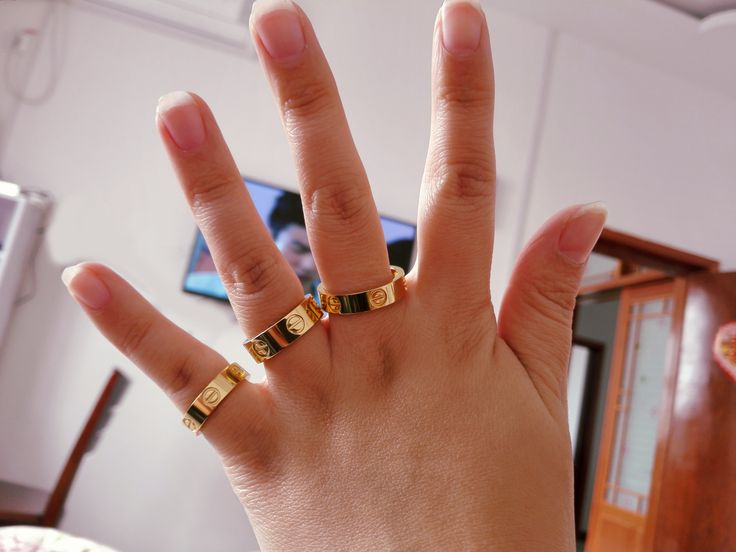 I'm Leah,It's my Cartier love ring,cheap price and good quality on: http://www.yourcartier.com