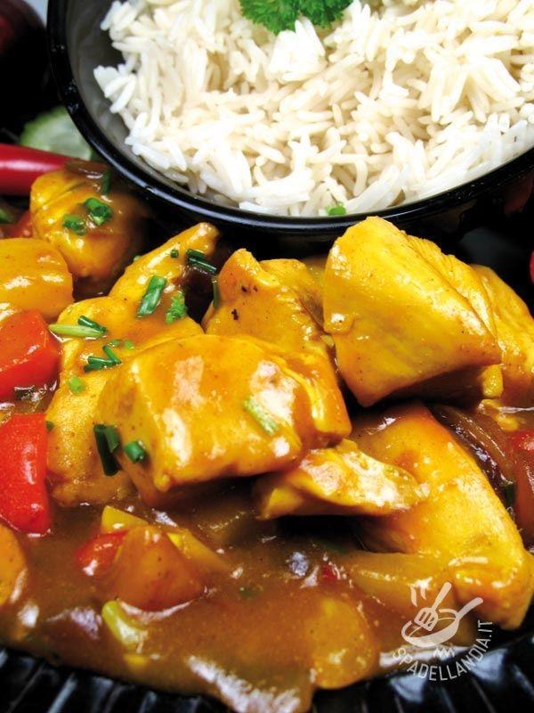 La ricetta del Pollo ai peperoni e latte di cocco si presta a essere insaporita con una nota agrodolce: provate ad aggiungere delle mele, come suggerito!